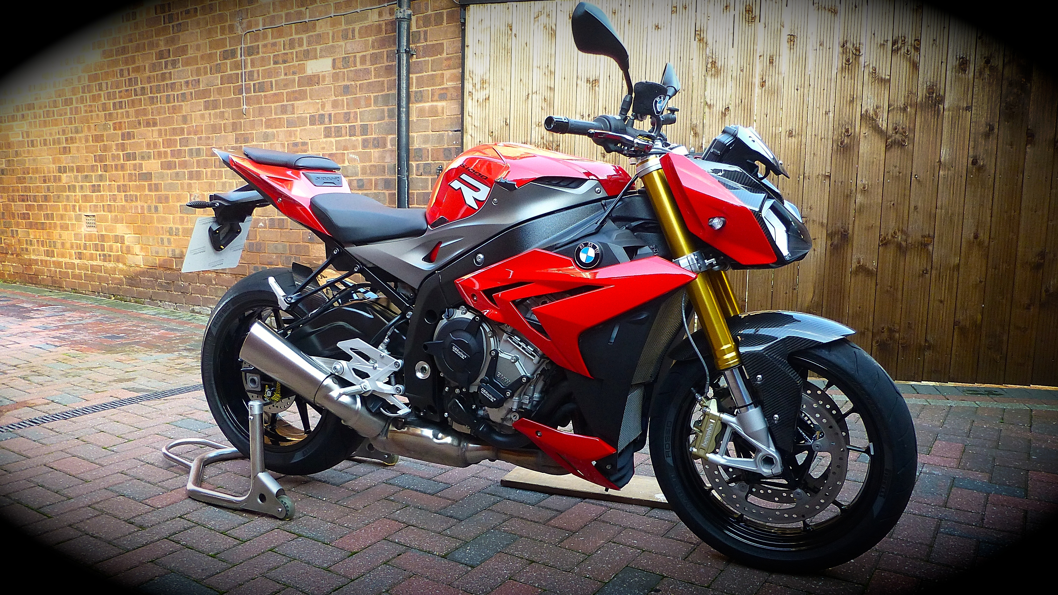 Ken's BMW S1000R Naked with Conquest Carbon parts fitted