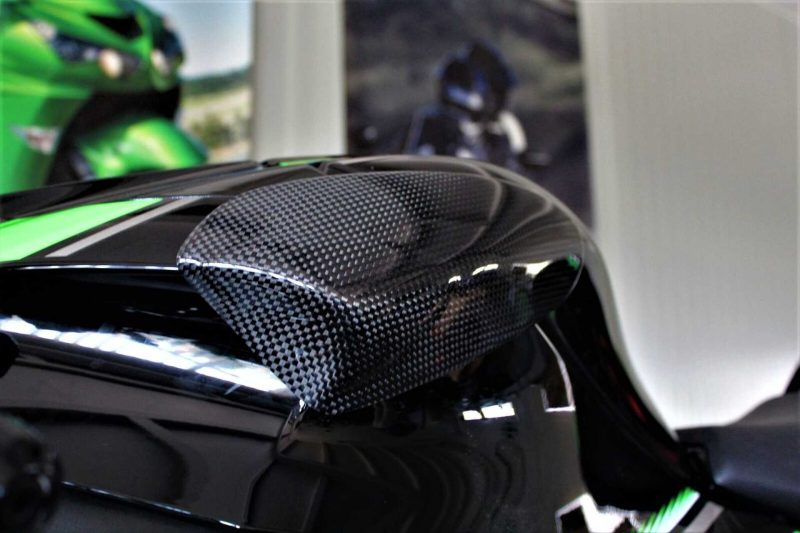 Protect your expensive Kawasaki ZX-10R fuel tank with these high-quality tank sliders made by Strauss Carbon Each protector is made out of super-light and super-strong carbon and DuPont™ Kevlar® combination which is proven to be the most effective crash protection.