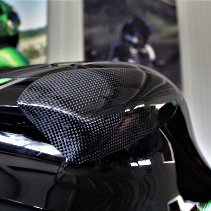 Protect your expensive Kawasaki ZX-10R fuel tank with these high-qualitytank sliders made by Strauss Carbon Each protector is made out of super-light and super-strong carbon and DuPont™ Kevlar® combination which is proven to be the most effective crash protection.