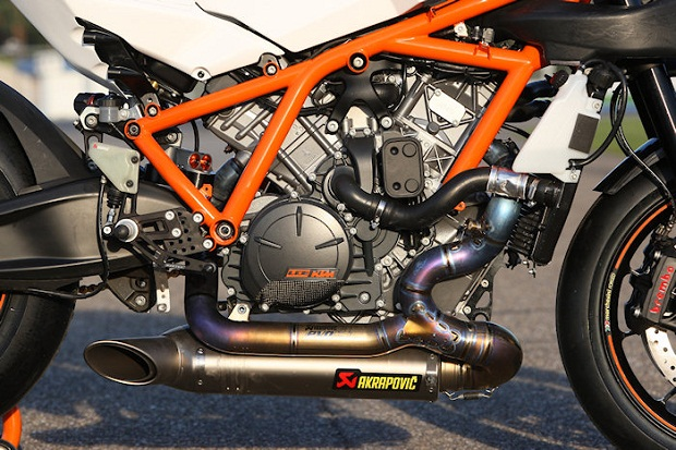 KTM-1190-RC8-R-Track-2013-1